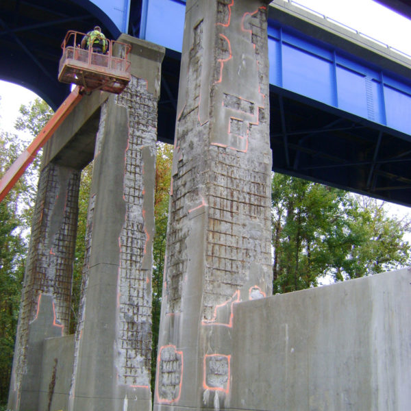 HJ3 working on bridge column